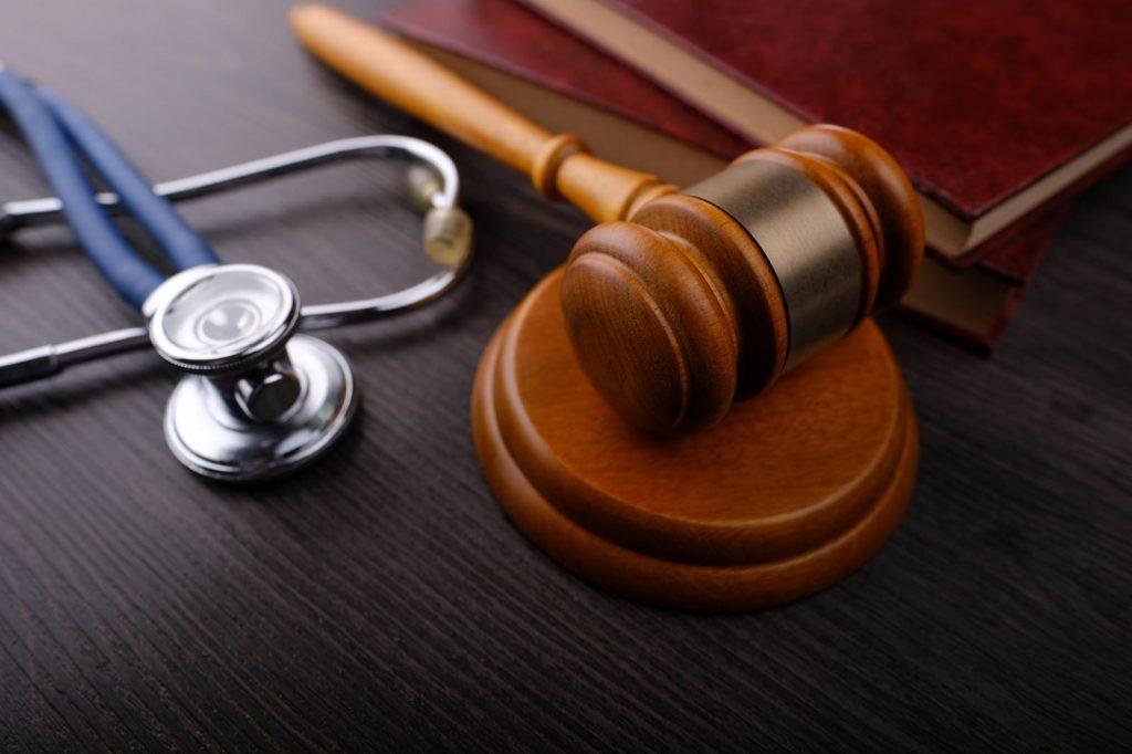 """איך מגישים תביעת נזיקין בארה""""ב. הגשת תביעת נזיקין בארצות הברית."""